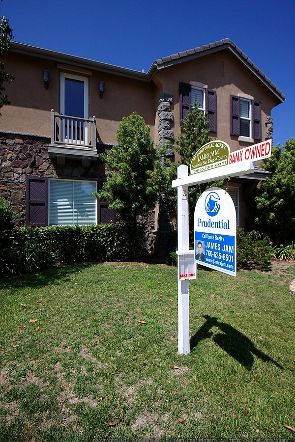 More than 13 percent of California homes remain underwate...