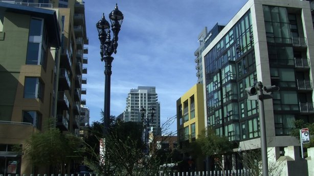 The city of San Diego and General Electric announced Tuesday that a program to replace 3,000 streetlamps around the downtown area with energy-efficient LED lighting is underway.