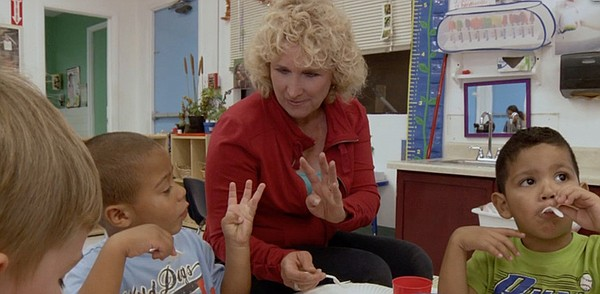 Host Nan Sterman enjoys lunch with preschoolers in Oceanside eating produce g...