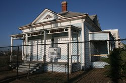 """The """"Top Gun"""" house in Oceanside BEFORE its fresh coat of paint, 2014"""