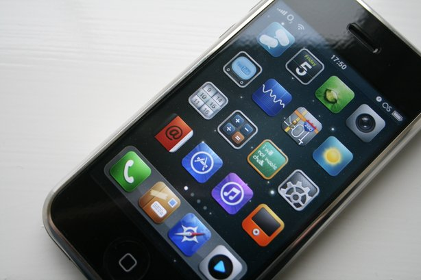 In October 2013, there were 1 million apps available on iTunes.
