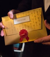 And that's what the Best Picture envelope looks like.