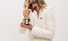The kiss: jared Leto showing his love for Oscar.