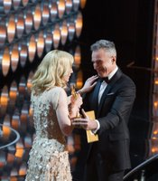 Presenter Daniel Day-Lewis and winner Cate Blanchett.