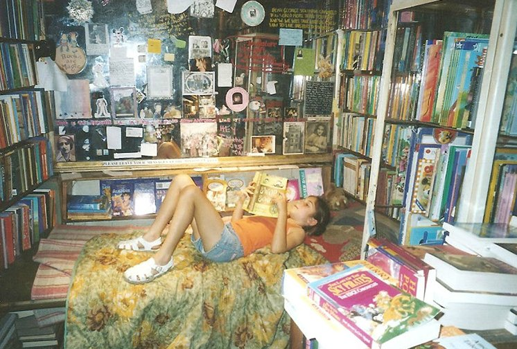 Katie at Shakespeare & Company Booksellers Paris 2005