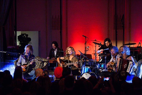 Peter Stroud, Joshua Grange, Sheryl Crow, Fred Eltringham, Audley Freed and J...