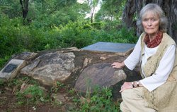 Virginia McKenna at Elsa's grave.