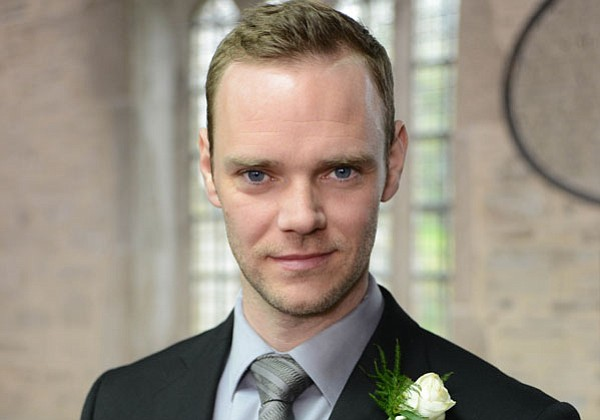 Joe Absolom as Al Large.