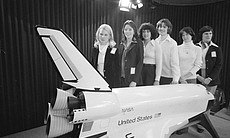 1978 class female astronauts pose in front of m...