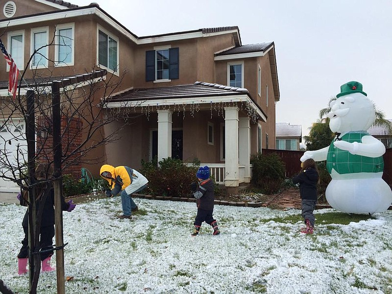 Children are seen playing in the snow in Murrieta on Dec. 31, 2014.  ()