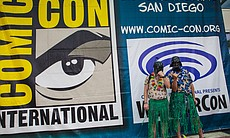 Two Comic-Con attendees dressed up as Hawaiian ...