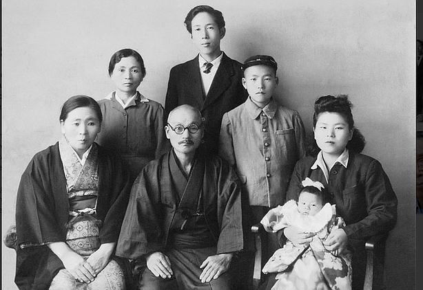 Shinji Mikamo and his wife Miyoko's family pose for a family portrait in Japa...