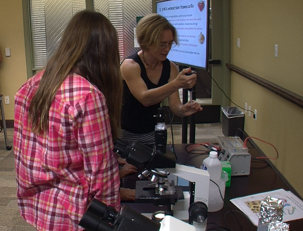 Volunteers teach kids how to extract DNA from strawberries at a La Jolla publ...