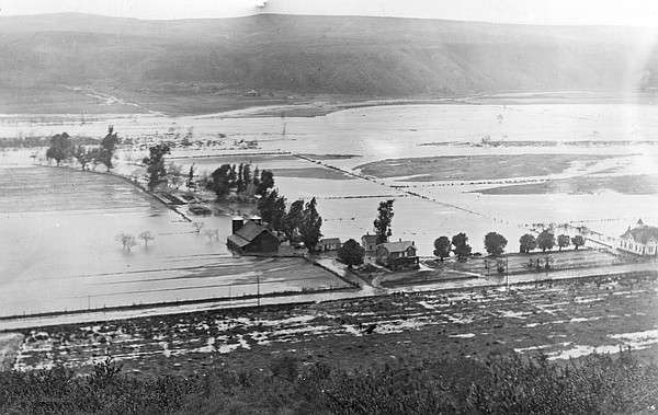 Flooding in Mission Valley in 1916 after 30 inches of rain fell in San Diego ...