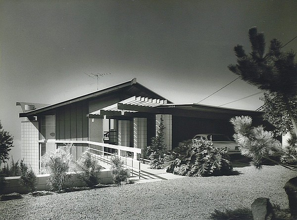 An image of Loch Crane's home in La Jolla, which he designed. 1962