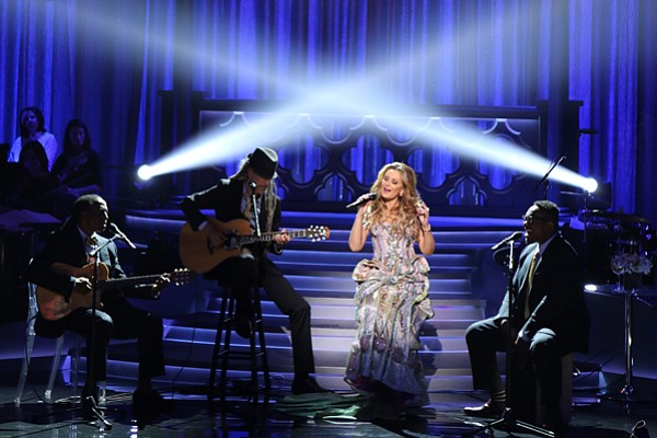 Backed by a 26-piece orchestra, the Italian songstress Gi...