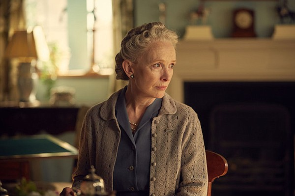 Lindsay Duncan as Clemmie Churchill.