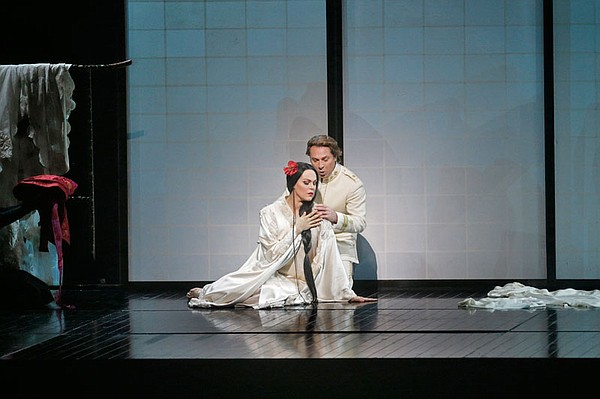 Kristine Opolais as Cio-Cio-San and Roberto Alagna as Pin...