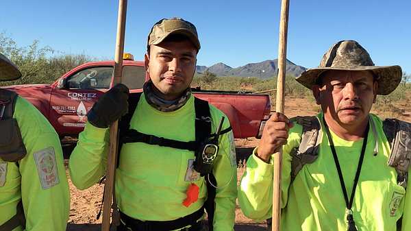 The volunteers for Aguilas del Desierto risk their lives ...