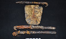 Gold mask and daggers found in Tomb 5 in Samdzo... (93277)