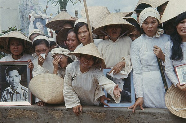 Mass funeral for South Vietnamese killed by Viet Cong in Hue during the Tet O...