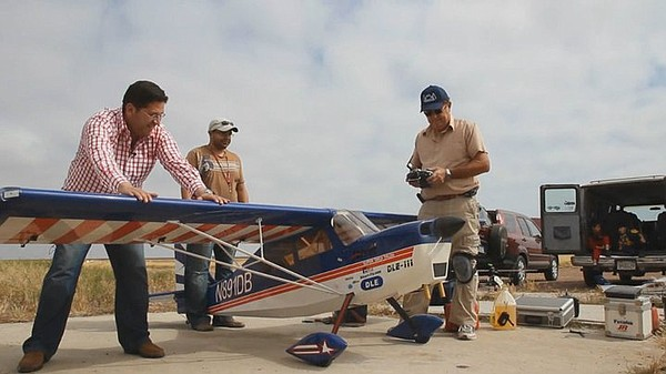 Host Jorge Meraz visits the R/C airplane field where we see local aviation en...