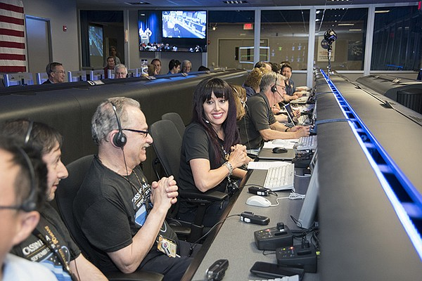 Cassini Ring Crossing; JPL control room get the OK signal from Cassini.