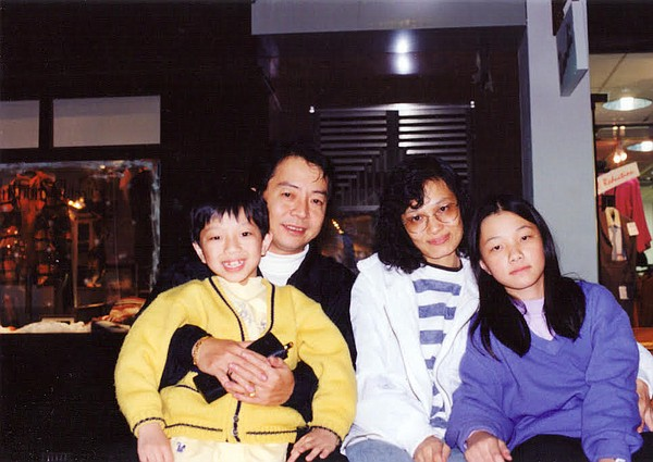 Sameul Tsoi as a child with his family.