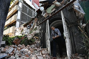 Mexicans Dig Through Collapsed Buildings As Quake Kills Hundreds