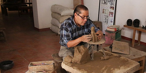 Ceramic artist Carlomagno Pedro Martínez in his studio.