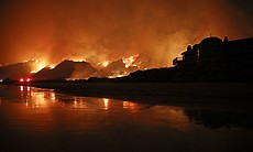 A wildfire burns along the 101 Freeway in Ventu... (111040)