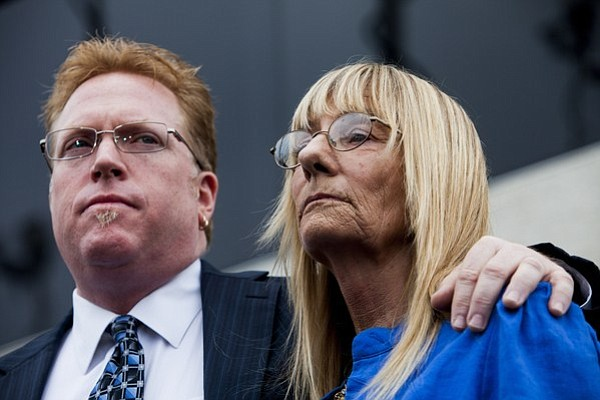 Attorney Cory Briggs and Former City Councilwoman Donna Frye call on Mayor B...