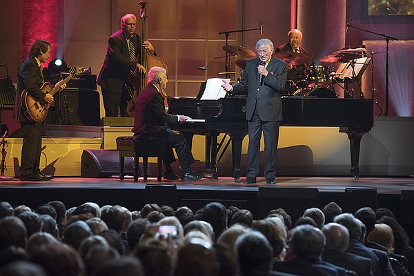 Honoree Tony Bennett performs at the Library of Congress ...