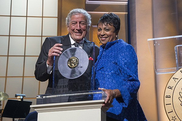 Honoree Tony Bennett with Librarian of Congress Carla Hay...