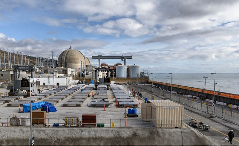 The site of spent nuclear fuel storage at the San Onofre nuclear power plant ...