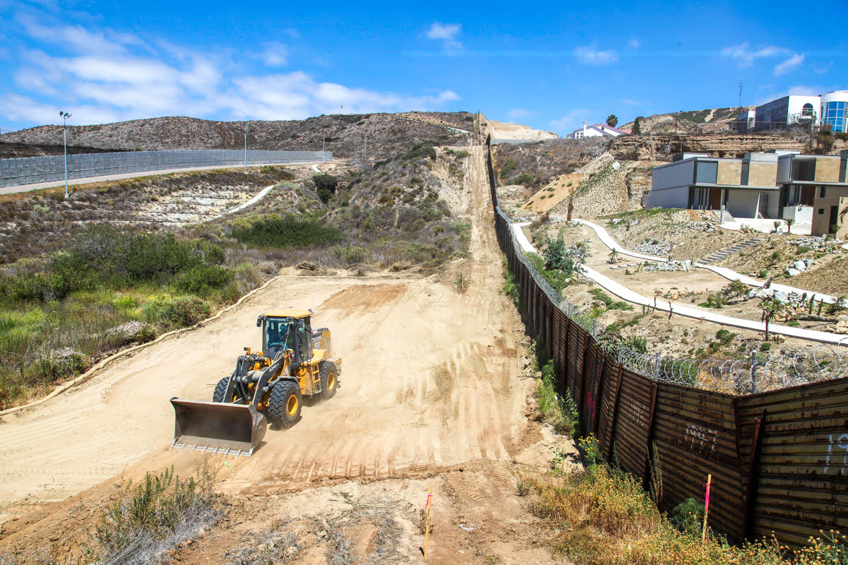 Wall Construction In Us : Border wall replacement project begins in san diego kpbs