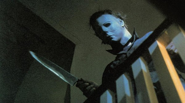 Michael Myers (Nick Castle) terrorizes teenagers in John ...