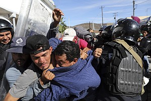 Photo for Mexico To Deport Migrants Who Rushed US Border