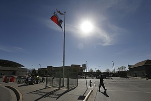 US Immigration To Close Holding Area Under El Paso Bridge