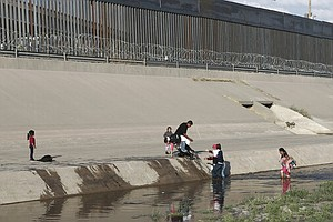 Photo for Migrant Detentions At Border In May Highest Since 2007