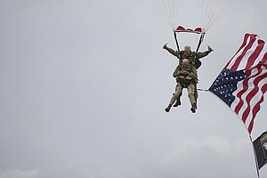 D-Day Vets In Their 90s Parachute Into Normandy 75 Years ...