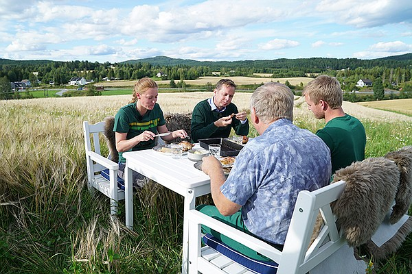 Host Andreas Viestad and guests dine in the fields of Sok...