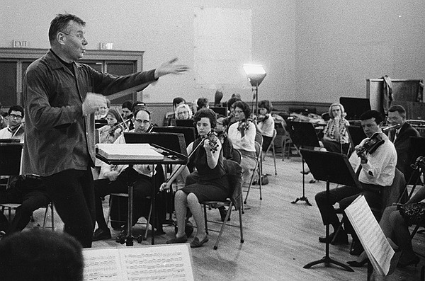Robert Shaw energetically conducts an Atlanta rehearsal. ...