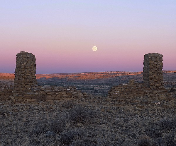 Peñasco Blanco with full moon, Chaco Culture National His...