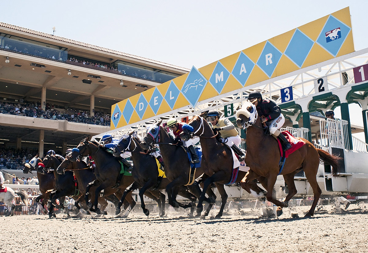 Del Mar S Horse Racing Season Begins In The Shadow Of