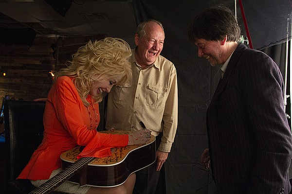 Dolly Parton signs Martin D-28 guitar with Dayton Duncan ...