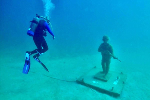 Bob Herris explores the Circle of Heroes, an underwater m...