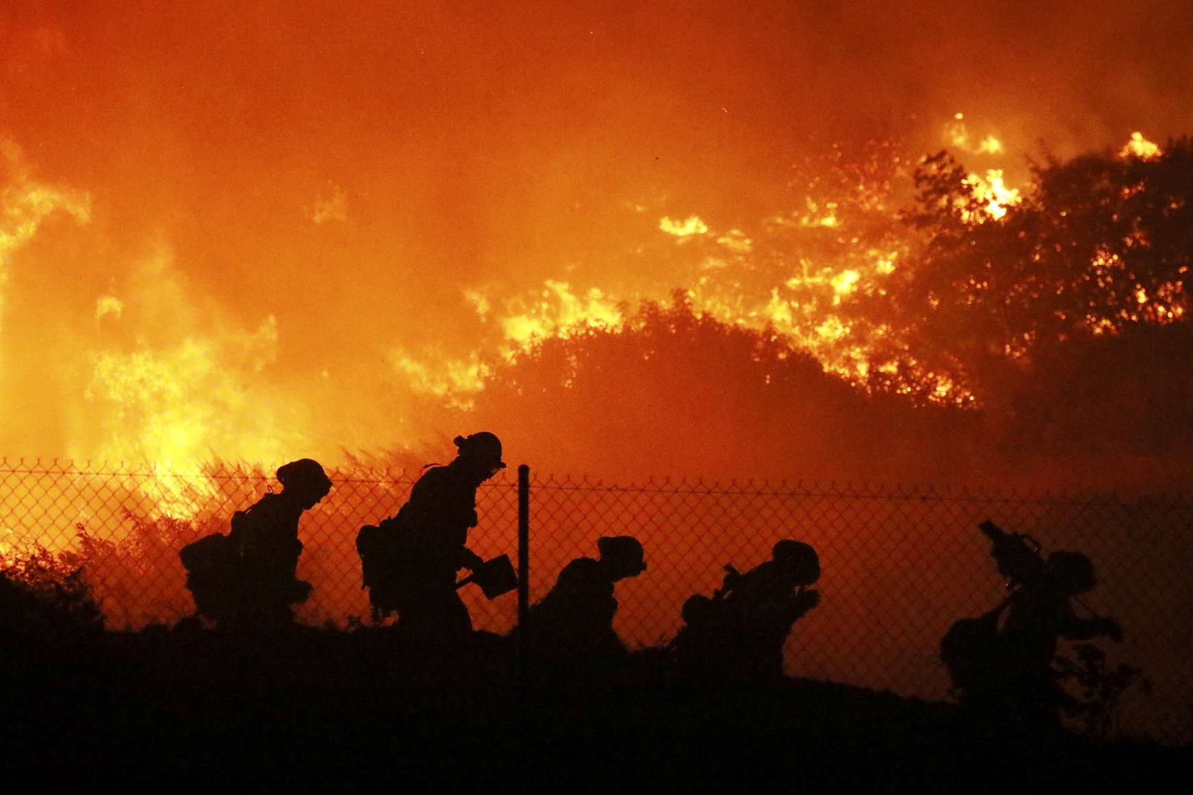 Authorities Order 100,000 Evacuated In Los Angeles Wildfire