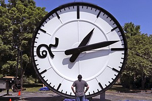 Photo for Californians Wait For New Laws Before They Stop Changing The Clock