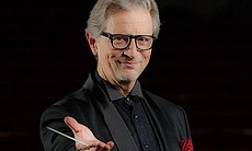 Top pops conductor Jack Everly conducts the Nat...